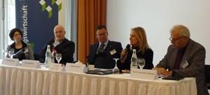 von links nach rechts: Ute Höhfeld (BMJV), Joachim Garrecht (BMWi), Axel Gedaschko (GdW), Ingeborg Esser (GdW) und Prof. Dr. Hillebrand (BBU)